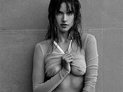 Alessandra Ambrosio show extreme nude body parts