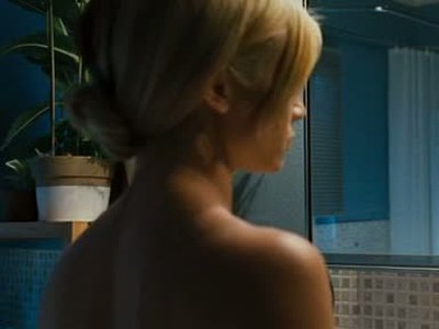 Amy Smart bathroom scene in Mirrors
