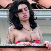 Amy Winehouse Exposing Boobs