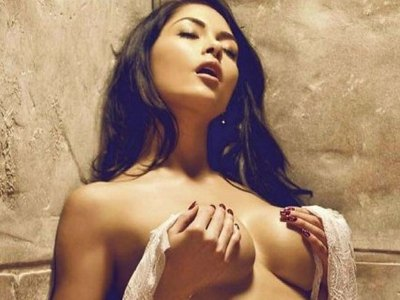 Gorgeous Arianny Celeste exposes her body