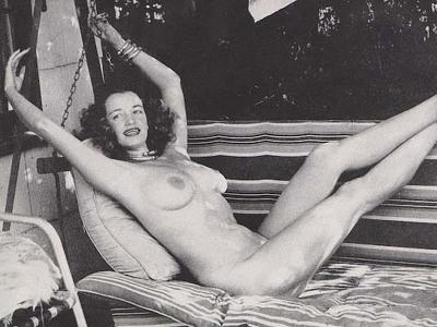 Betty Thomas  nackt