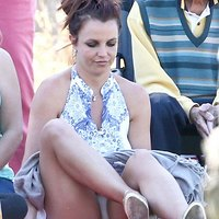 Hot mom Britney Spears shows off her panties!