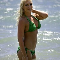 Brooke Hogan Stripped Brooke is jogging with flying chichis.