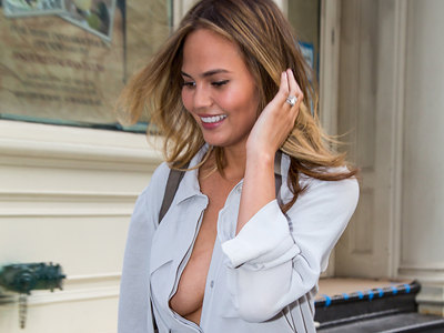 Chrissy Teigen Flashing Her Summer Peaches In The Big Apple