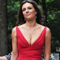 Elizabeth Hurley wears classical red dress