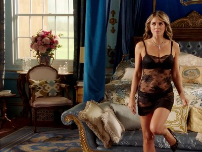 Elizabeth Hurley see through in The Royals S03E01