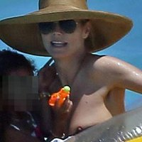Heidi Klum flashed her cute nipple at the beach