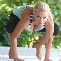 Outdoor yoga with Jenny McCarthy
