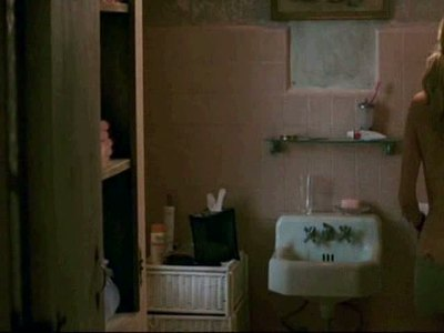 Kate Hudson posing nude in bathroom in The Skeleton Key movie