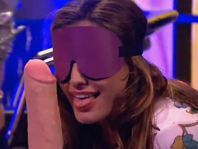 Sexy Kelly Brook trying dildo in Celebrity Juice show!