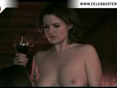 Leisha Hailey shows off her nude body in 'The L Word'