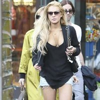 Lindsay Lohan Hot In Her Short Shorts