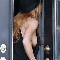 Lindsay Lohan shows her big boobs under her shirt!