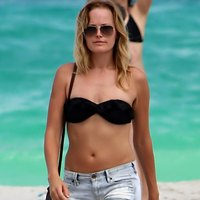 Malin Akerman hits black bikini