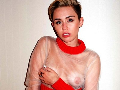 Horny Miley Cyrus and her shocking performance!