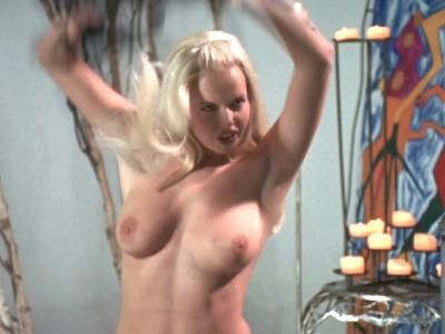 Lorraine Spaughton  nackt